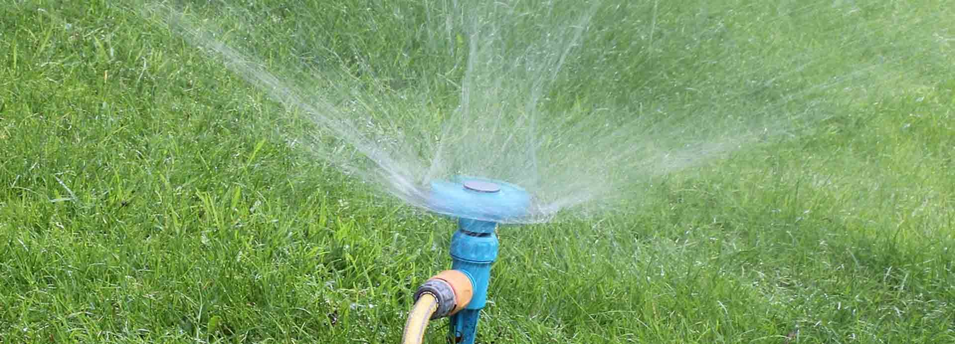 Rotating water sprinkler
